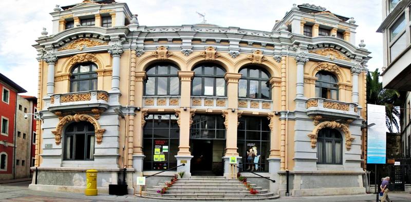 Turismo-en-Llanes-Casino-de-Llanes